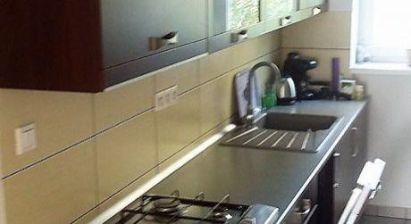 IBA U NÁS! Predaj kompletne prerobený 2 izbový tehlový byt s vlastným kúrením na E.B.Lukáča v Komárne