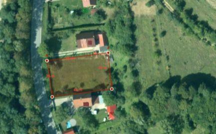Stavebný pozemok na rovine v obci Dubková