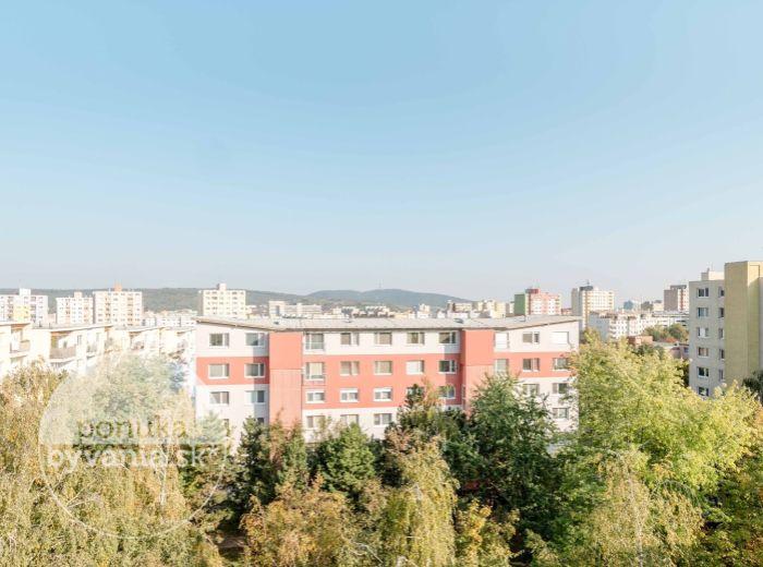 PREDANÉ - CABANOVA, 3-i byt, 70 m2 – kompletná rekonštrukcia, PODKROVIE, výťah, výhľad na KAMZÍK