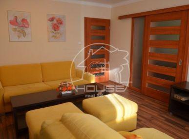 PREDAJ: 3izb. tehlový byt, výmera 74m2, sloggiou, kompletná rekonštrukcia, Ružová ul., Stupava