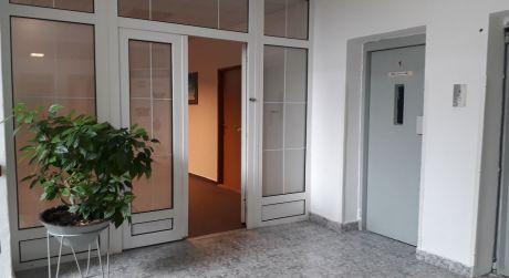 Prenájom kancelárií v administratívnej budove v blízkosti OC POLUS na Pluhovej ul.