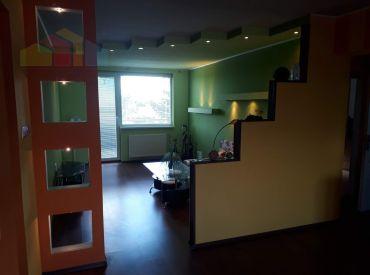 4- izbový pekný byt s balkónom a garážou a záhradkou.