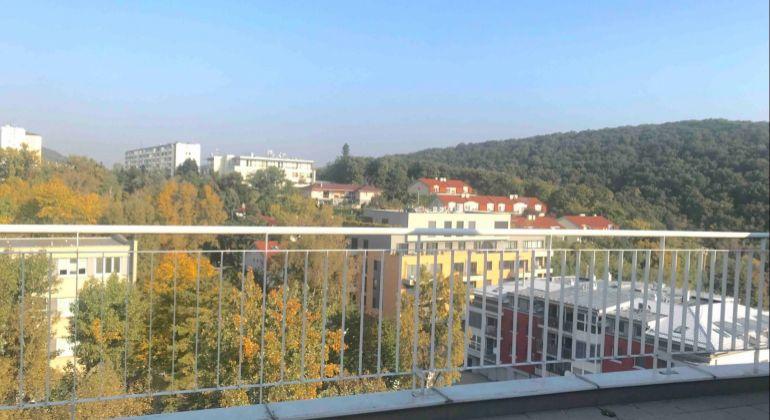 GREGORY Real - na predaj 3 izbový byt/mezonet s terasou (50 m2) a úžasným výhľadom do lesoparku Líščie údolie, Karlova Ves, Bratislava IV.  - novostavba