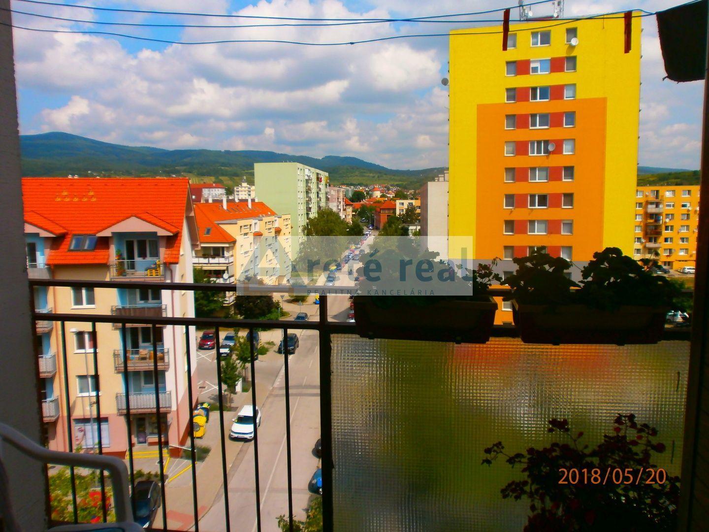 ARETE REAL-Predaj 3 izbového pekného,slnečného a priestranného bytu s veľkou výmerou 79 m2,samostatné izby,logia,pivnica,