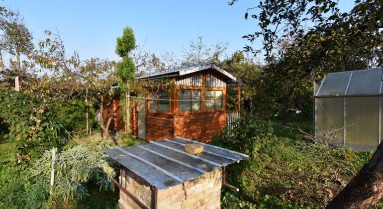 Na predaj pekná záhrada so záhradnou chatkou, Dubnica nad Váhom, 548m2, voda, elektrina