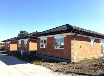 ***NOVINKA: Tehlové 4 izb. rodinné bungalovy s úsporným moderným infra-vykurovaním!!!