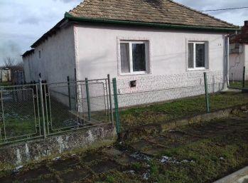 Rodinný dom štvorec v obci Vojka len za 15000 eur!!!