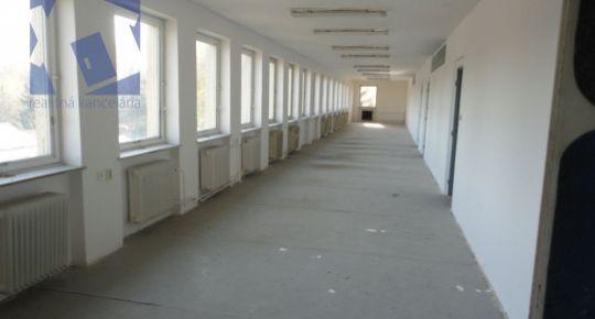 Na prenájom bývalá administratívna budova v okrajovej časti mesta Bojnice neďaleko Prievidze 78083