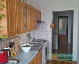 VIDEO dispozícia - Zaujímavý 4-izbový byt s loggiou- sídlisko Sever - Prievidza
