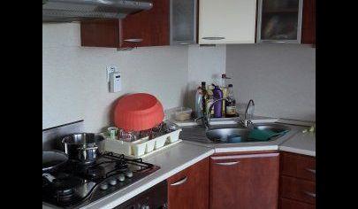 Ponúkame na predaj 3. izbový byt po kompletnej rekonštrukcií s loggiou na Majakovského v Pezinku.