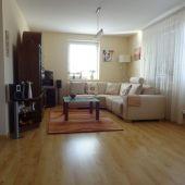Štýlový, prakticky riešený 2.-izbový byt, v malom, tichom bytovom dome, vynikajúca dostupnosť na diaľnicu aj do mesta.