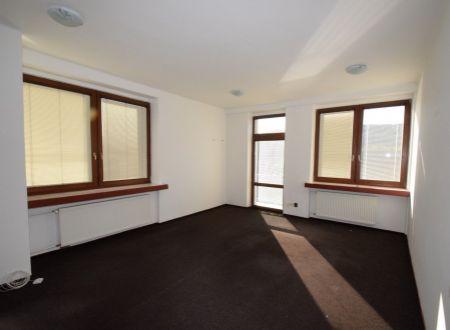 Prenájom komerčný / kancelársky priestor, 26 m2 s balkónom, centrum Piešťan