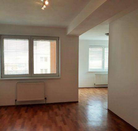 1 izbový byt s veľkou rozlohou  42m2 - kúpou volný - 7 z 8 poschodí - Kazanská - Iba v StarBrokers