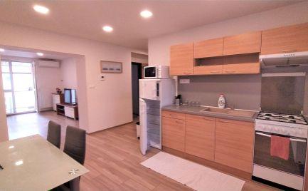 Prenajaté do 1.2.2020 - luxusný 2 izbový byt s balkónom v centre mesta, komplet rekonštruovaný a zariadený