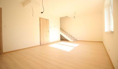SORTier s.r.o. ponúka na predaj 3 izbový mezonetový byt v obci Veľké Leváre. NOVOSTAVBA