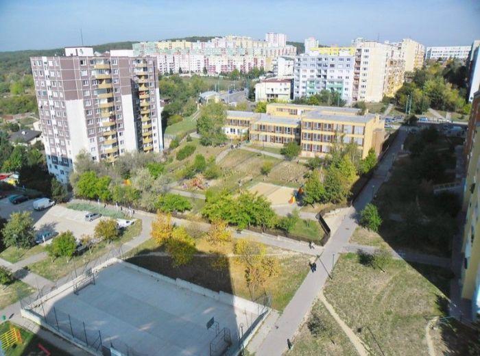 PREDANÉ - JAMNICKÉHO, 3-i byt, 69 m2 - s balkónom, čiastočná rekonštrukcia, TOP PONUKA, PRE MLADÉ RODINY A INVESTOROV