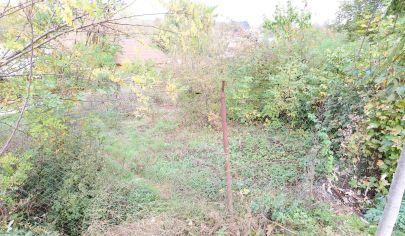 Exkluzívne iba v APEX reality stavebný pozemok v Merašiciach, 1136 m2, IS, nová cesta