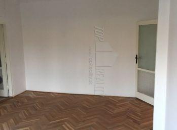 Tichá  lokalita - 3 izb. byt s garážovým státím