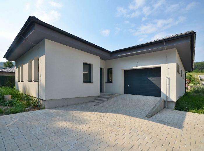 BORINKA, 4-i dom, 151 m2 – moderný bungalov, NOVOSTAVBA práve skolaudovaná, garáž, pod Pajštúnom