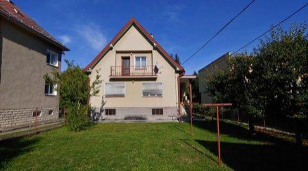 Ponúkame na predaj veľmi pekný starší rodinný dom lokalite Lány, Pov.Bystrica.