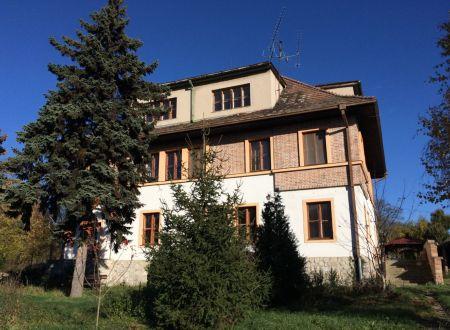 Administratívna budova v širšom centre mesta Pezinok