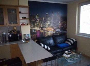 Priestranný 3 izbový byt s dvomi loggiami