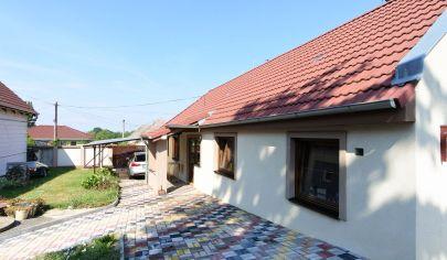 APEX reality - 4 iz. rodinný dom v Bučanoch, pozemok 1260 m2, komplet rekonštrukcia, všetky IS, pivnica