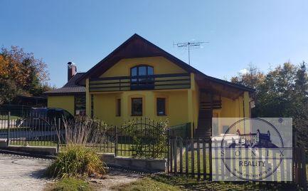 Ponúkame Vám na predaj 2 generačný rodinný  dom  v prekrásnej obci  Oslany.