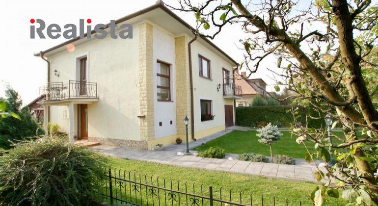 Priestranný dvojgeneračný rodinný dom v Šamoríne so znaleckým posudkom.