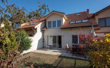 RD GROT – 200m2 úžitková plocha, tehla, 5 obytných izieb, garáž, záhrada, tichá ulica