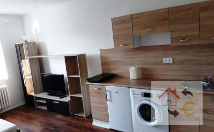 PRENAJATÉ do 1.6.2021 - 1 izbový byt s kuchynským kútom, komplet rekonštrukcia, plne zariadený
