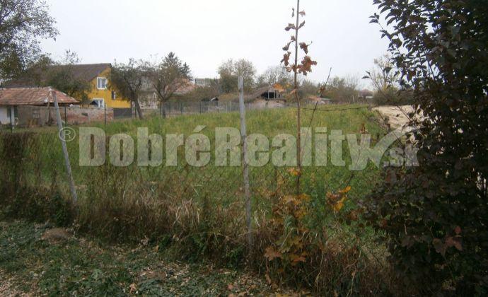 Luxusný stavebný pozemok v centre obci Jasová na predaj v Dobrých realitách.