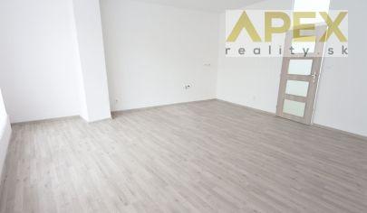 APEX reality - prenájom kancelárií v centre Hlohovca, ul. SNP, 30 m2, vyhradené parkovanie