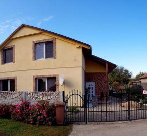 NITRA - 5 izbový rodinný dom 160 m2 s TERASOU v TICHEJ LOKALITE - Dolné Krškany