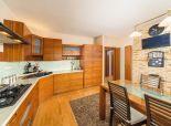 Ponúkame Vám na predaj  priestranný 3 izbový byt v rodinnom dome v Rači