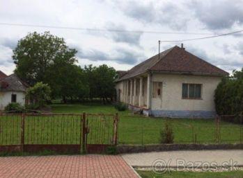 Starší rodinný dom v obci Dvorianky-perfektný pozemok na novostavbu