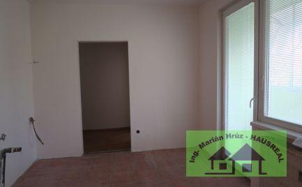 Pekný 3-izbový byt, 72 m2, presklenný balkón, čiastočná rekonštrukcia, Levice