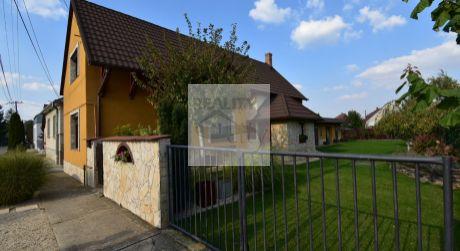 4 - izbový prekrásny rodinný dom 110 m2, pozemok 560 m2   - Rajka