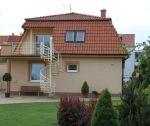 Komerčný objekt s bytovou jednotkou + dvojgaráž, 917 m2, Kmeťova, Trenčín / širšie centrum