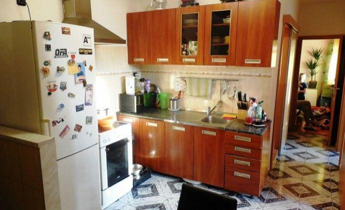 Menší 3izb. byt, 55 m2  po rekonštrukcii, Bradáčova ul., Petržalka- BA V.