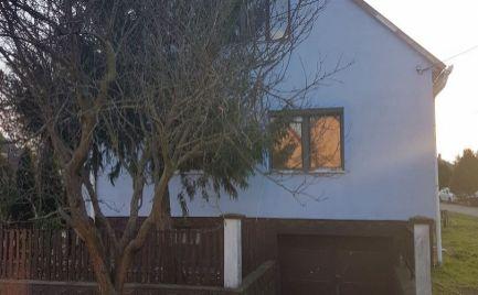 Predáme podpivničený 1.poschodový - 5 izb. rodinný dom v centre Rajky za vynikajúcu cenu.