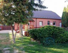Bývajte alebo podnikajte / Univerzálny dom vo Vrakuni na predaj !
