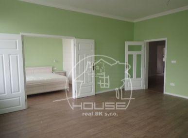 PREDANÉ: Veľký 2 izbový byt v centre Bratislavy