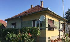 PREDAJ, 3i rodinný dom blízko vlakovej zastávky vo Veľkom Blahove s veľkým pozemkom ktorý je vhodný na predaj alebo na ďalšiu výstavbu