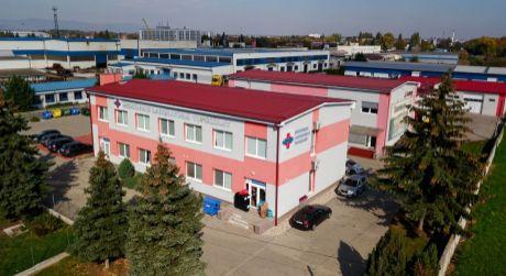 Administratívna budova v priemyselnej časti Topoľčian vhodná nielen ako zdravotnícke pracovisko.