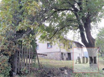 Vidiecky dom s pozemkom