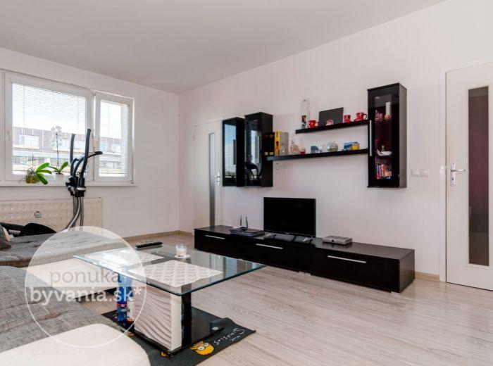 PREDANÉ - REPAŠSKÉHO, 1-i byt, 40 m2 – svetlý byt, SAMOSTATNÁ kuchyňa, ZREKONŠTRUOVANÝ, kompletná vybavenosť
