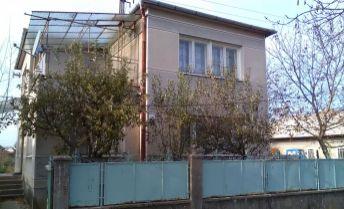 Exkluzívne, na predaj rodinný dom v obci Kamenín.