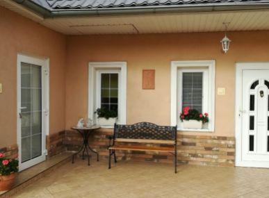 MAXFIN REAL - NOVÁ CENA!!! Krásny rodinný dom v tichej obci Bardoňovo, v blízkosti Podhájskej