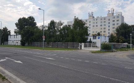 PRENÁJOM AREÁL 5000 m2 S ADMINISTRATÍVNOU BUDOVOU BRATISLAVA RUŽINOV - ZLATÉ PIESKY ulice ROŽŇAVSKÁ - STUDENÁ